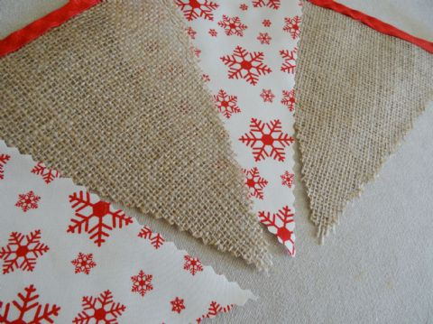 BUNTING Christmas -  Hessian & Red Snowflakes on Cream- 3m/10ft -15 flags (single-sided)